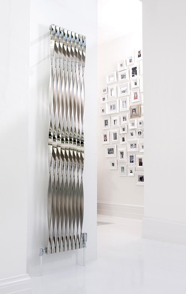 TWISTER : le design audacieux ! L'élégance originale d'une radiateur eau chaude qui n'a pas de tube, l'ailette est le seul élément chauffant ! Une rangée de lames vrillées dont le design marque dans toute sa hauteur l'alternance du brut et du brossé. Le TWISTER est un radiateur eau chaude aux lignes hors du temps...