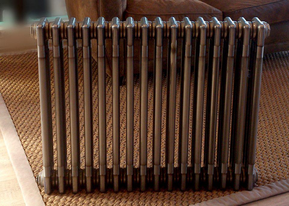 CHARLESTON TECHNOLINE : l'élégance fonctionnelle et le confort d'un radiateur eau chaude en acier brut verni !