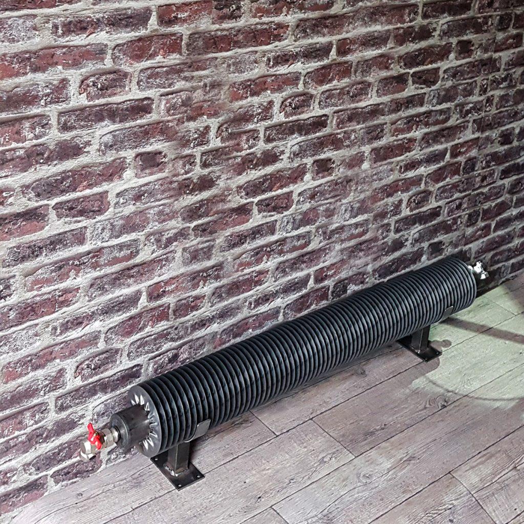 TUBE AILETTES : le radiateur tube ailettes style industriel - le radiateur industriel eau chaude dont la pureté du tube rond aux fines ailettes en acier brut vous séduira